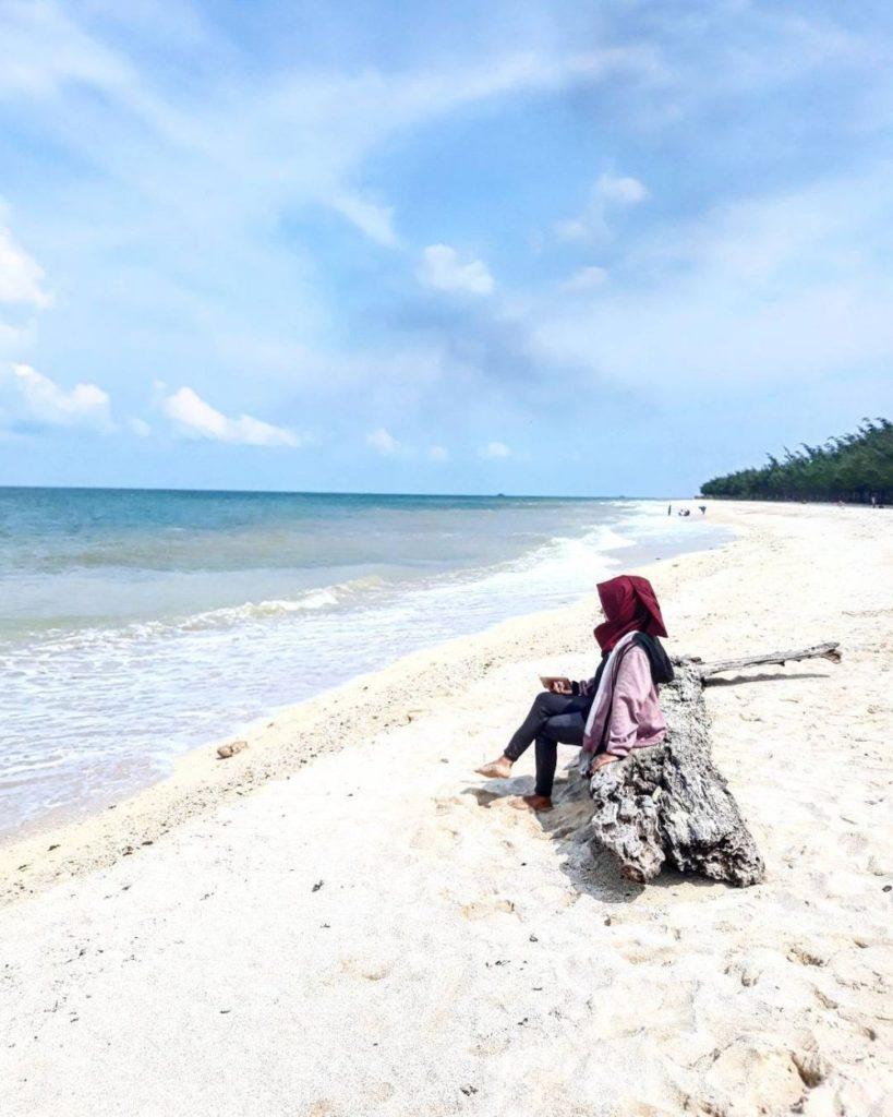 8 Pantai dengan Pasir Putih Paling Indah Indonesia