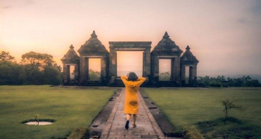 10 Candi di Indonesia yang Menyimpan Cerita Misterius