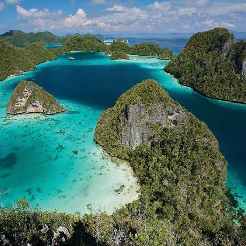 5 Tempat Wisata Terkenal Di Indonesia